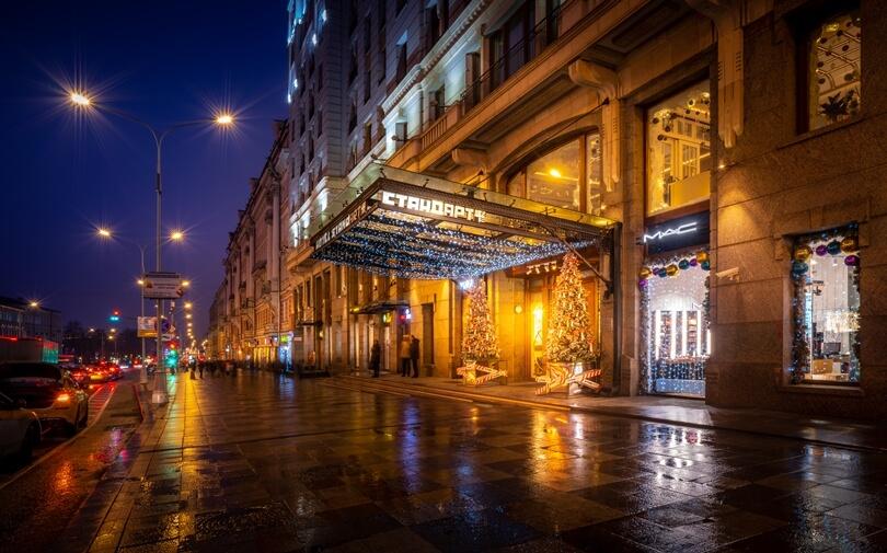 Вход в отель СтандАрт