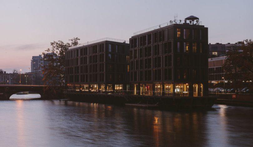 Здание возле реки