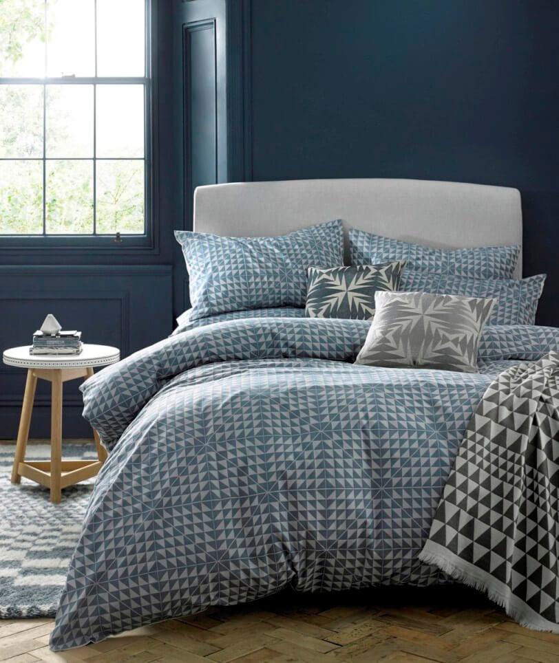 Спальня в синих тонах