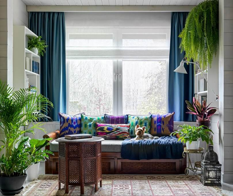 Цветные подушки с орнаментом