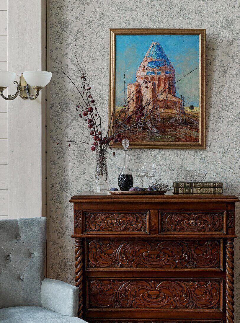 Картина над комодом