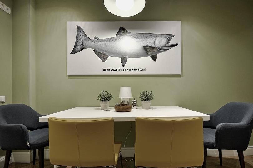 Картина: рыба на белом фоне