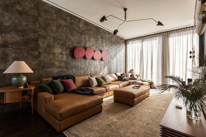 Кожаный карамельный диван