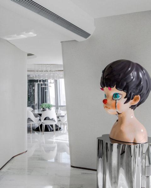 Кукла в интерьере
