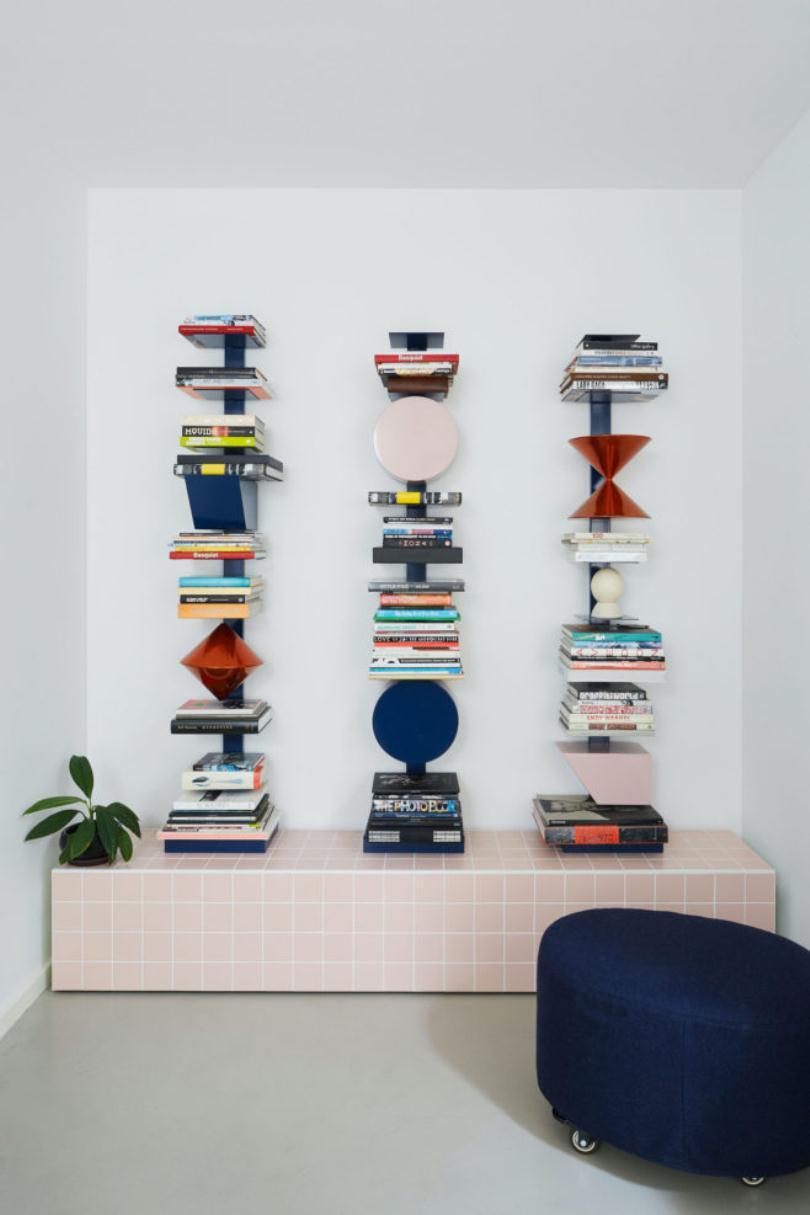 Узкие полки с книгами