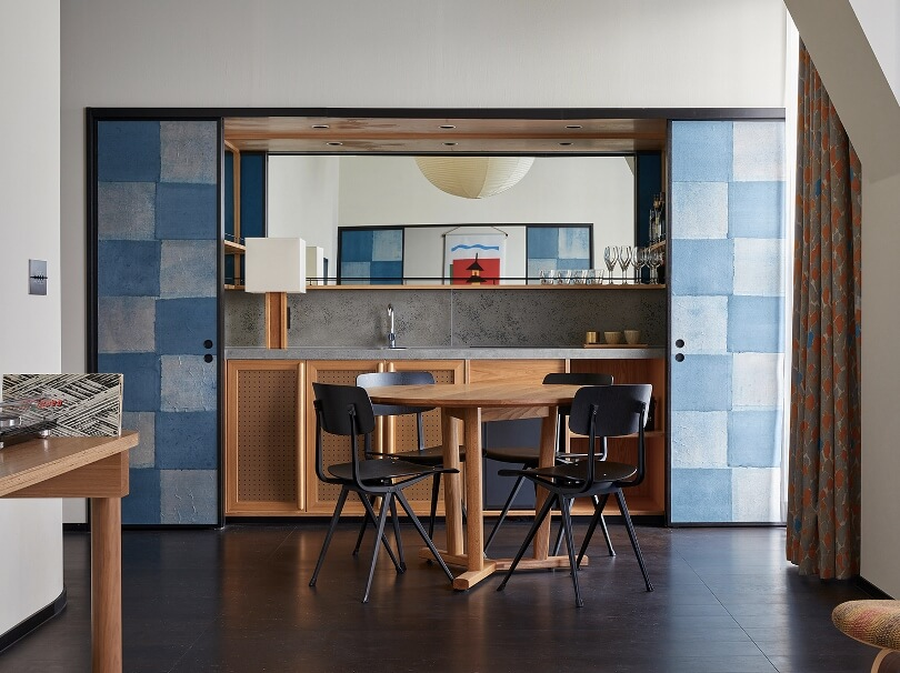 Голубые шкафы