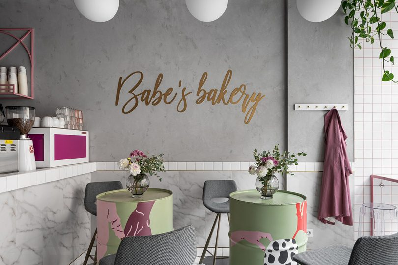 Надпись на стене Babe's bakery