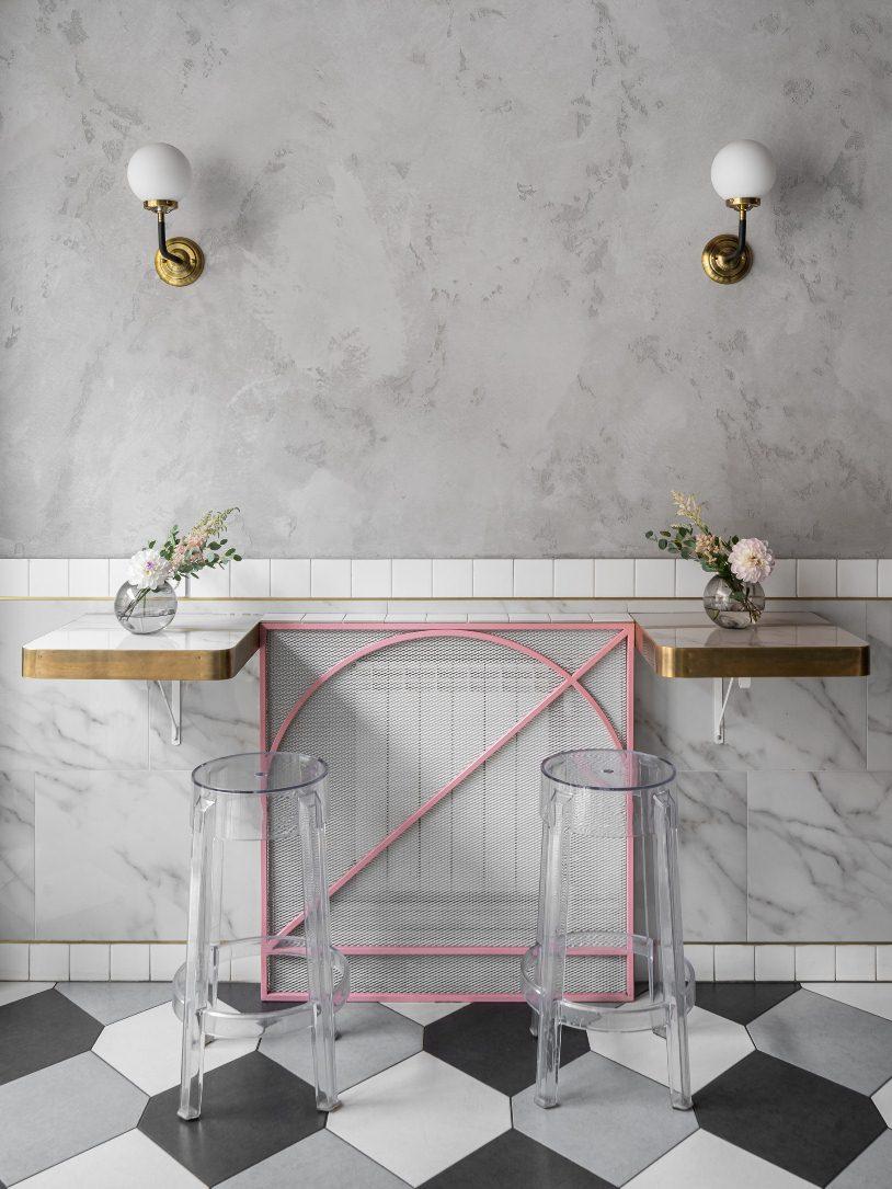 Два пристенных столика