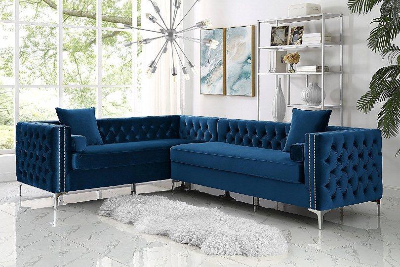 Синий угловой диван и коврик