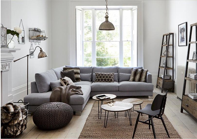 Люстра над угловым диваном