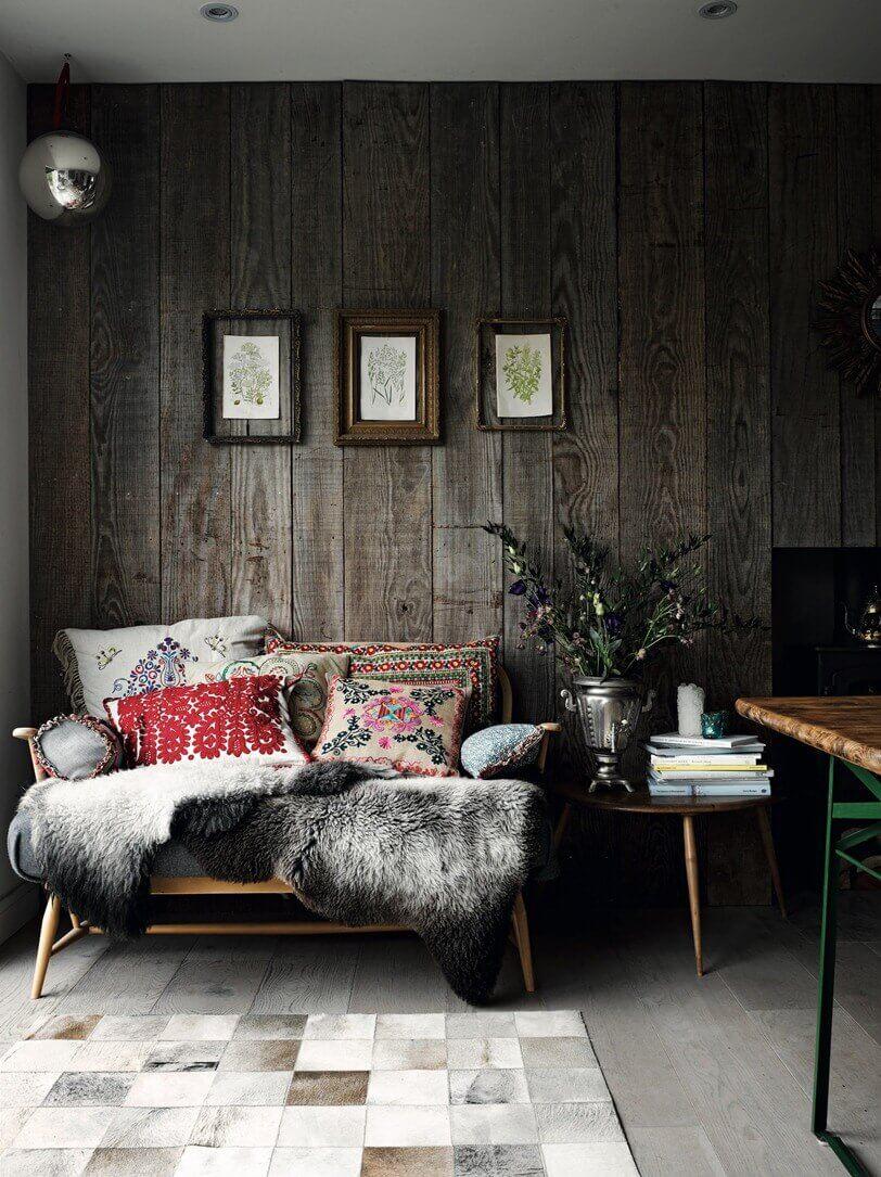 Много подушек на диване