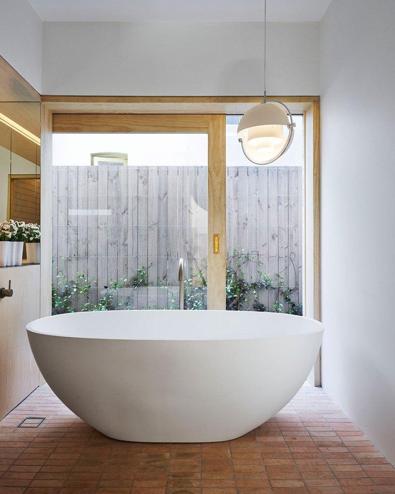Ванная и стеклянные двери