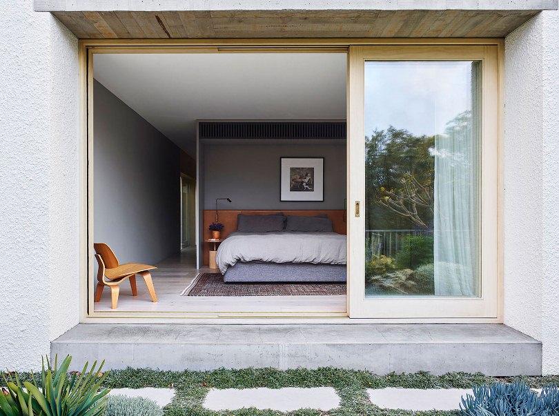 Спальня с выходом на улицу