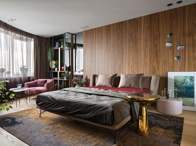 Спальня с золотым столиком