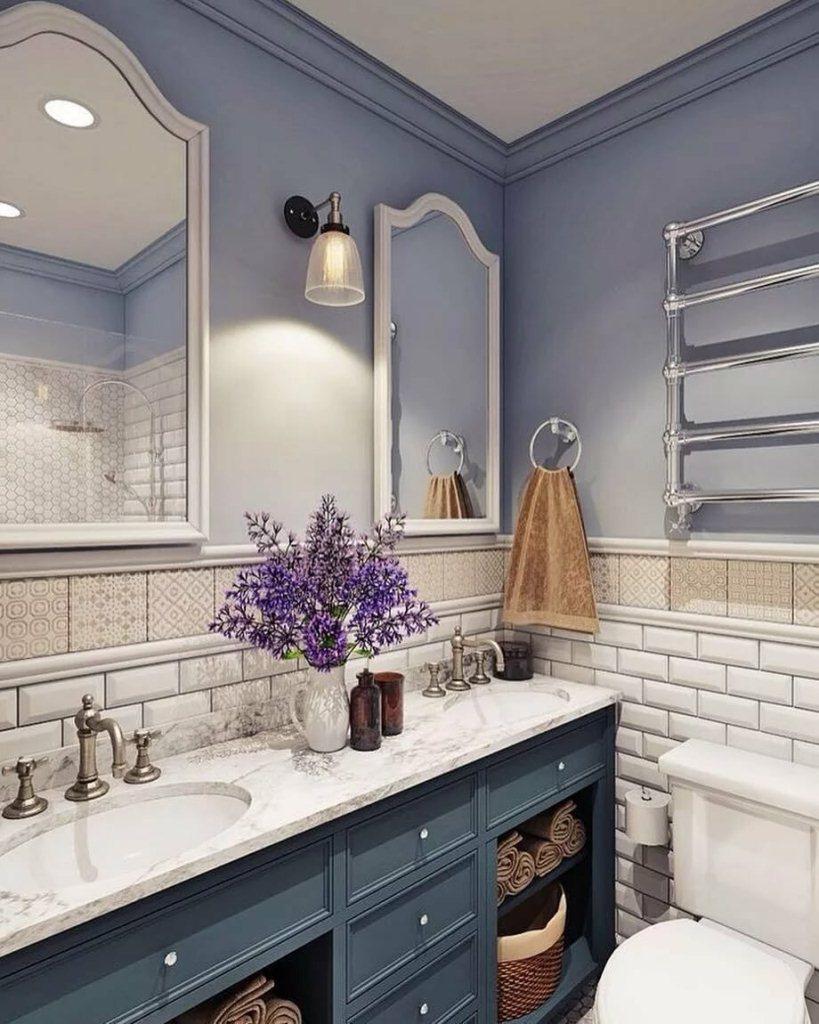 Васильковые стены ванной
