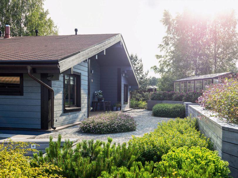 Двор загородного дома
