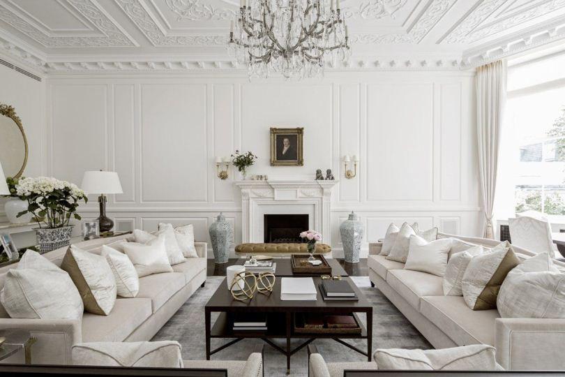 Белые диваны с подушками