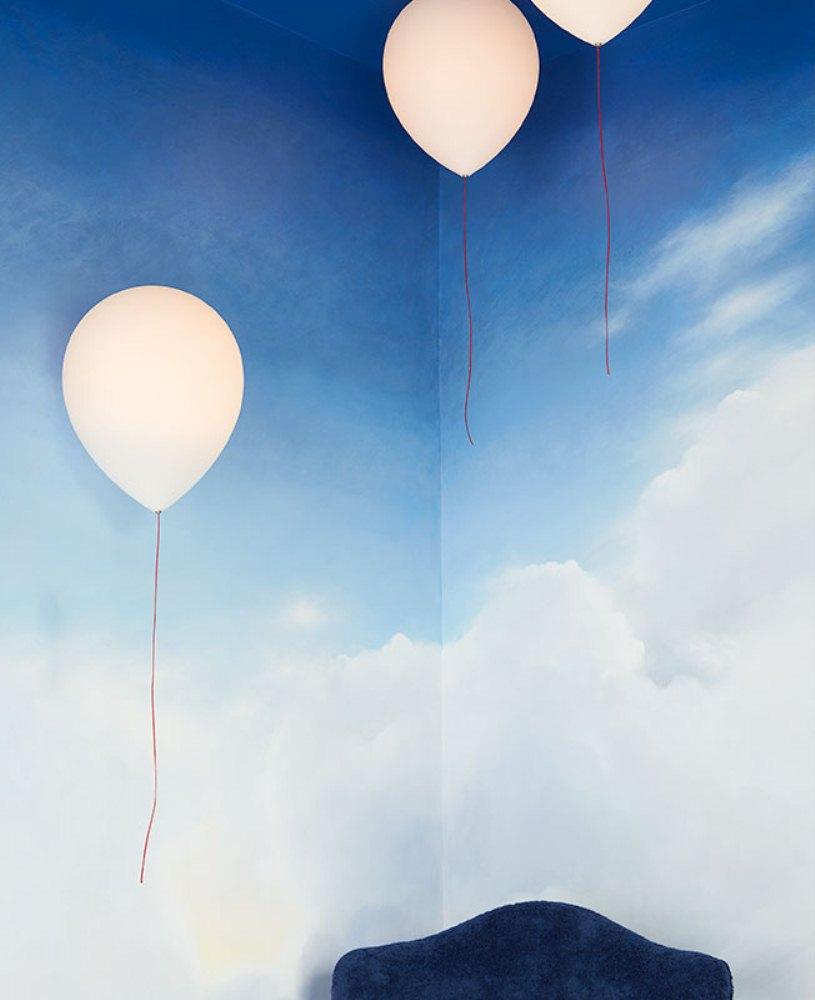 Воздушные шарики на стене