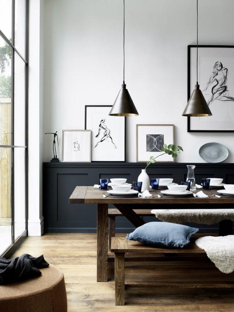 Деревянный стол и лавка