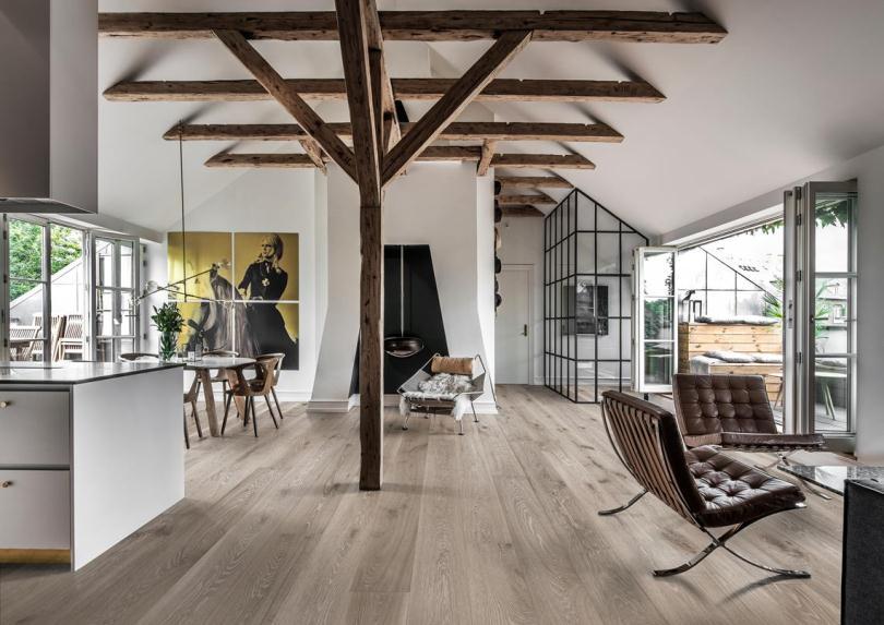 Деревянные балки и белые стены