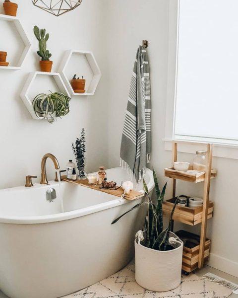 Полки-соты в ванной