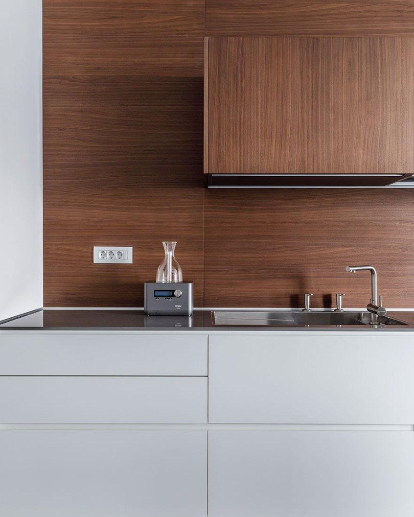 Деревянные стены на кухне