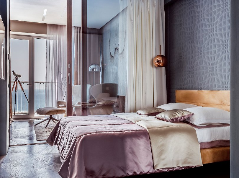 Спальня с прозрачными перегородками
