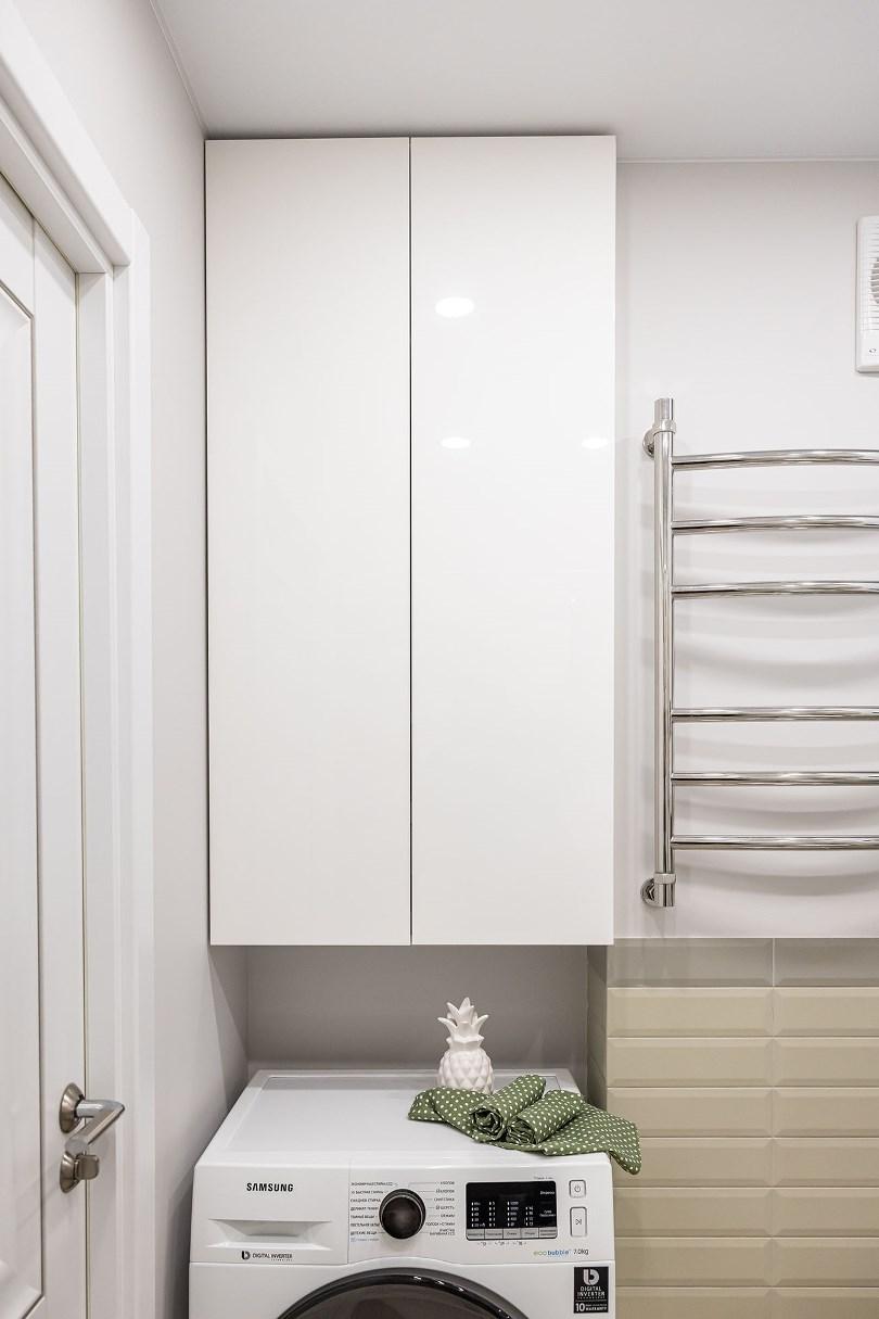 Навесной шкаф в ванной