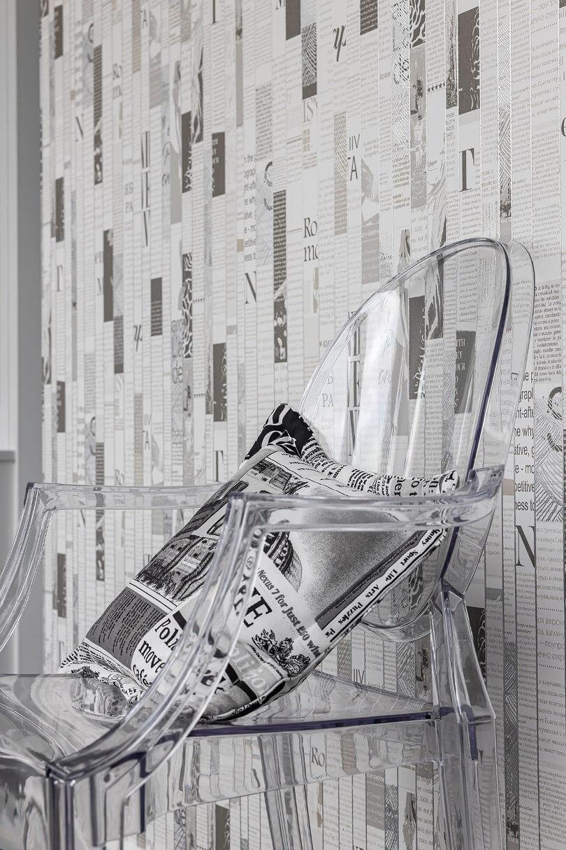 Прозрачный пластиковый стул